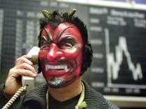 Börsenhändler in Frankfurt während Karneval