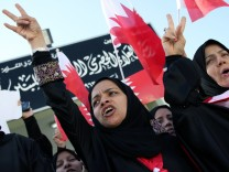 Bahraini Protesters Hold Pearl Roundabout As Government Backs Down