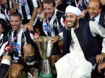 JUVENTUS DEL PIERO, BIRINDELLI AND AL SAADI GADDAFI POSES WITH THE SUPERCUP IN TRIPOLI