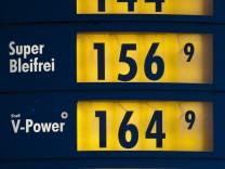 Auswirkung der Libyen-Krise: An den Tankstellen kostet ein Liter Benzin wieder 1,50 Euro oder mehr