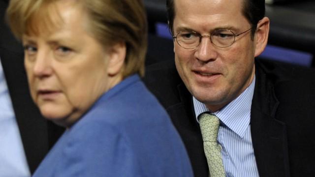 Merkel unterstützt Guttenberg