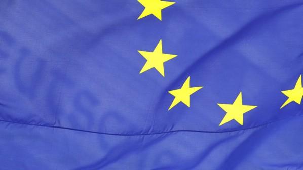 Europaflagge vor dem Bundestag
