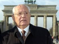 GORBATSCHOW VOR BRANDENBURGER TOR