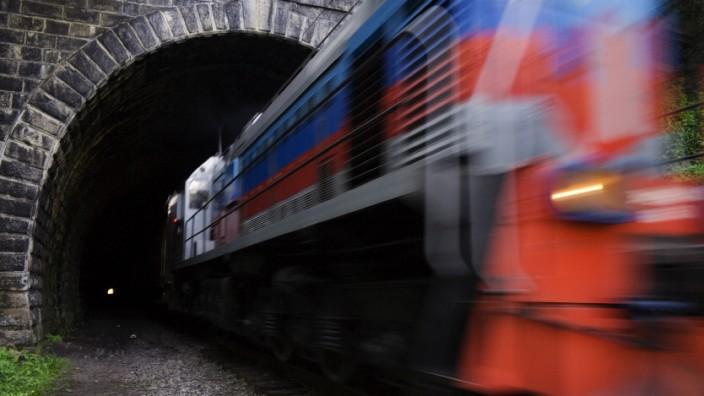 Transsibirische Eisenbahn, Rußland, Sibirien, Tunnel, Bahngleis, Dunkel, Lokomotive, Transport, Eingang