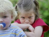 Themendienst Familie: Eifersucht unter Geschwistern