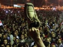 Egyptian protesters furious at defiant Mubarak