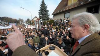 Guttenberg-Anhänger demonstrieren in Guttenberg