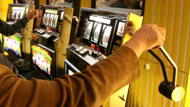 Suchtbekaempfung: Kneipen sollen auf Spielautomaten verzichten