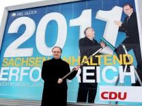 Sachsen-Anhalts CDU-Spitzenkandidat Haseloff stellt Wahlplakat vor