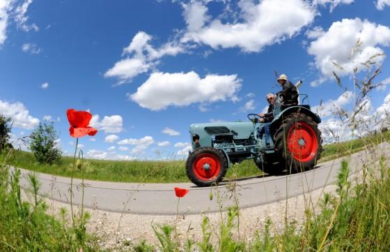 regnet jacke für junge traktor bild
