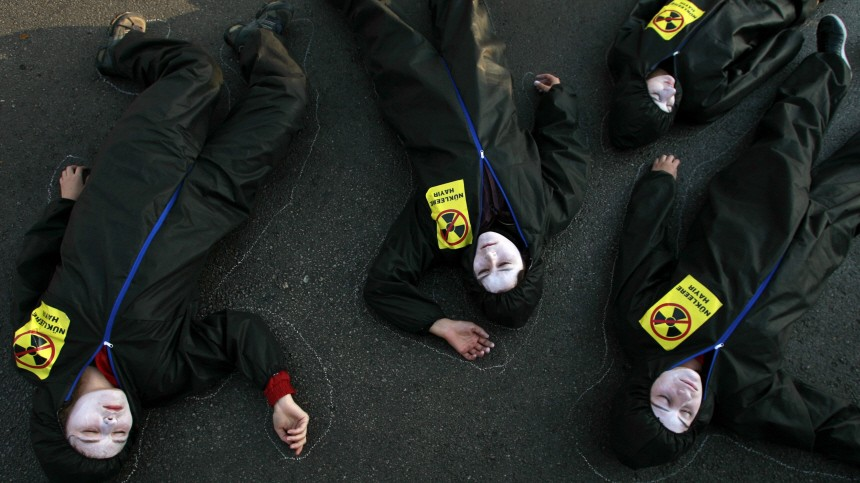 Greenpeace activists play dead in front of Energy Ministry building in Ankara