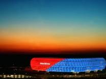 Malerisches Test-Leuchten der Allianz-Arena