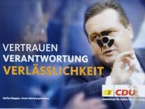 Wahlplakat Mappus mit Symbol fuer radioaktive Strahlung