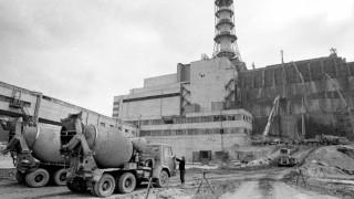 Der mit einer Betonhülle umschlossene Unglücksreaktor von Tschernobyl