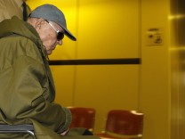 Accused Nazi death camp guard Demjanjuk arrives in court house in Munich