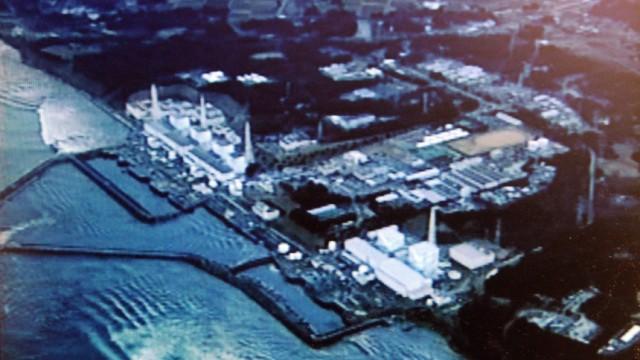 Fukoshima am 11. März 2011: Tsunami-Wellen rollen auf das Atomkraftwerk zu - und lösen die Atom-Katastrophe aus