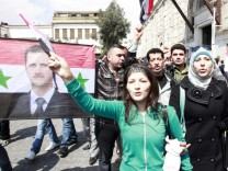 Pro-government protesters rally in Damascus