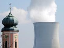 Schweizer Atomkraftwerk Leibstadt an der Grenze zu Deutschland