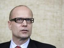 Ex-Siemens-Vorstand wegen Korruptionsaffaere vor Gericht