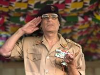 Muammar el Gaddafi, 2001