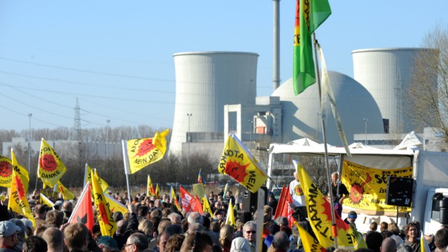 Atomkraftgegner demonstrieren in Biblis