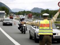 Herrmann droht mit Wiedereinfuehrung von Grenzkontrollen