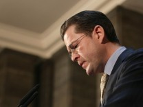Zu Guttenberg Resigns