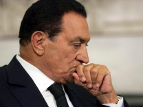 Hosni Mubarak in hospital after heart attack