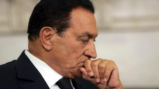 Hosni Mubarak in hospital after heart attack