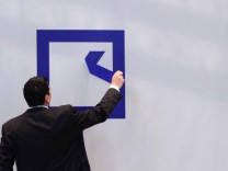 Postbank-Uebernahme zwingt Deutsche Bank in die Knie