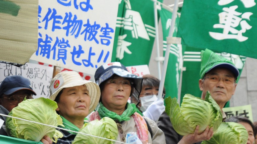 Protest of Fukushima Farmers in front of TEPCO in Tokyo