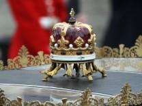 Royal Wedding - The Queen