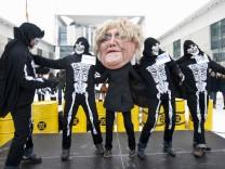 Umweltschuetzer fordern Abschaltung weiter Atomkraftwerke