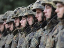 Von der Verteidigungsarmee zur Truppe fuer Krisenbewaeltigung