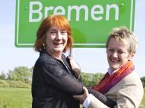 Grünen-Spitzenkandidatin Linnert und Finanzsenatorin Karoline Linnert und die Fraktionsvorsitzende der Grünen im Bundestag, Renate Künast