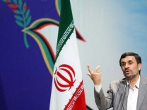 Ahmadinejad delivers his speech...