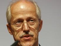 Walther Otremba wechselt ins Verteidigungsministerium