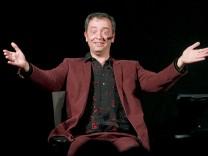 Rainald Grebe gibt letzte Vorstellung von 'Hongkongkonzert'