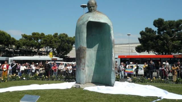 Papst-Johannes-Paul-Statue in Rom