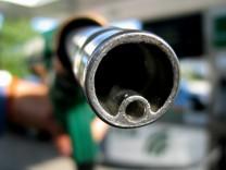 Kartellamt will Ölkonzernen Tankstellen-Kauf untersagen