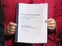 Merkel empfängt Ethik-Kommission im Kanzleramt