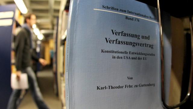Guttenberg soll bei Doktorarbeit abgeschrieben haben