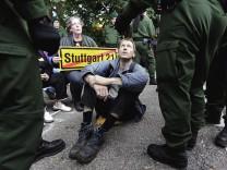 'Stuttgart 21'-Gegner blockieren Baustelle