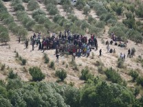 Syrian refugees at border to Turkey