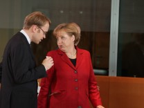 Merkel Discusses Greek Debt With International Organizations