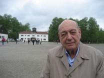 Maurice Cling KZ Dachau Holocaust Überlebender Zweiter Weltkrieg Zeitzeuge Schreibtisch