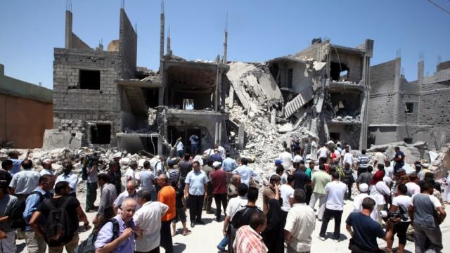 Air strikes in Tripoli