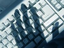 Schatten über Tastatur