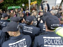 Demonstranten blockieren Bauarbeiten zu 'Stuttgart 21'