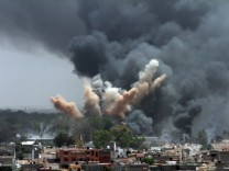 NATO planes bomb Gaddafi compound